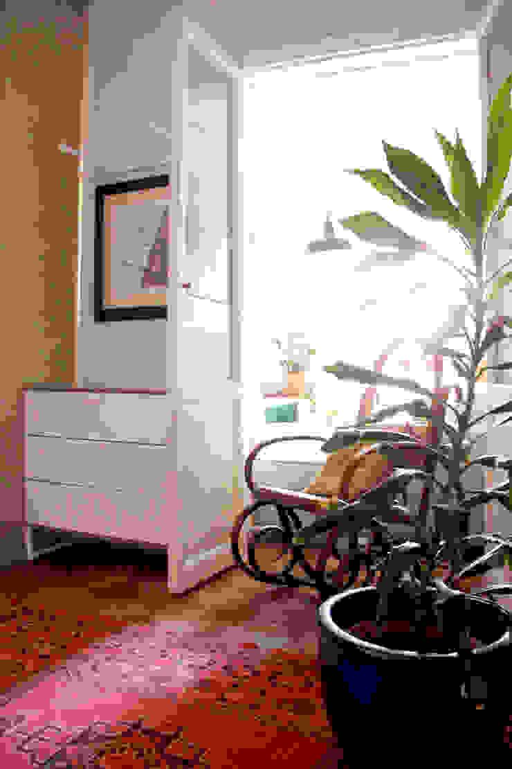Apartamento en Malasaña Dormitorios de estilo ecléctico de CARLA GARCÍA Ecléctico