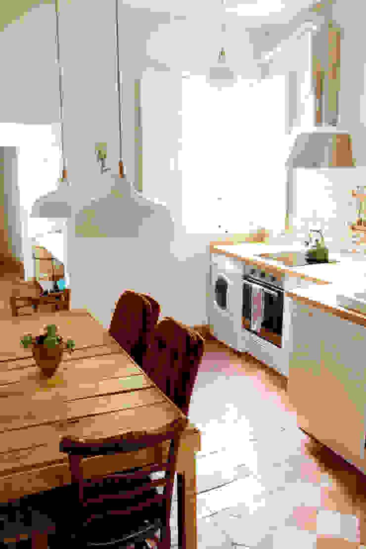 Apartamento en Malasaña Cocinas de estilo mediterráneo de CARLA GARCÍA Mediterráneo