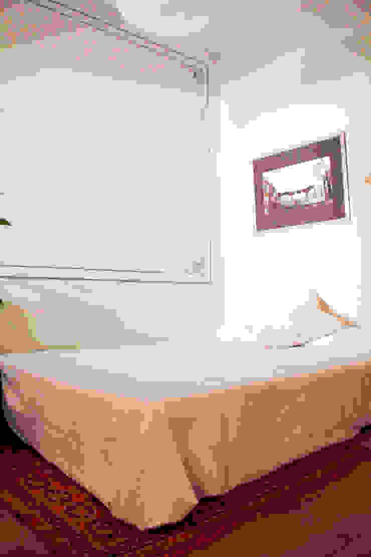 Apartamento en Malasaña Dormitorios de estilo clásico de CARLA GARCÍA Clásico