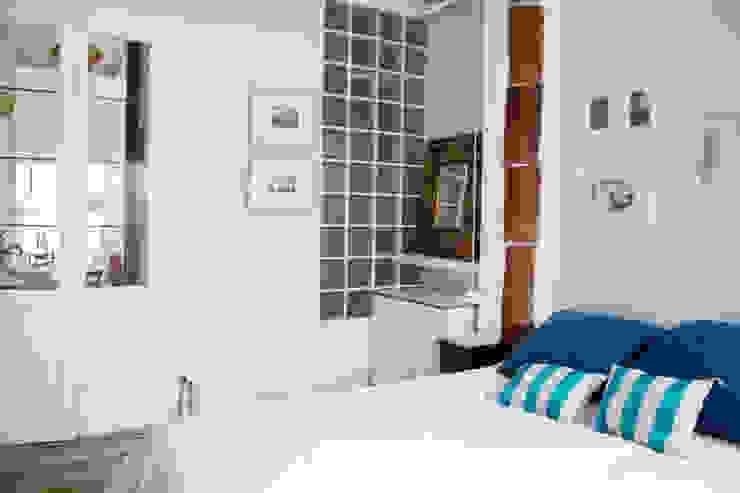 Apartamento en Malasaña Dormitorios de estilo mediterráneo de CARLA GARCÍA Mediterráneo