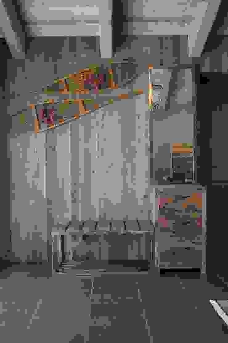 Entrata Ingresso, Corridoio & Scale in stile moderno di DF Design Moderno