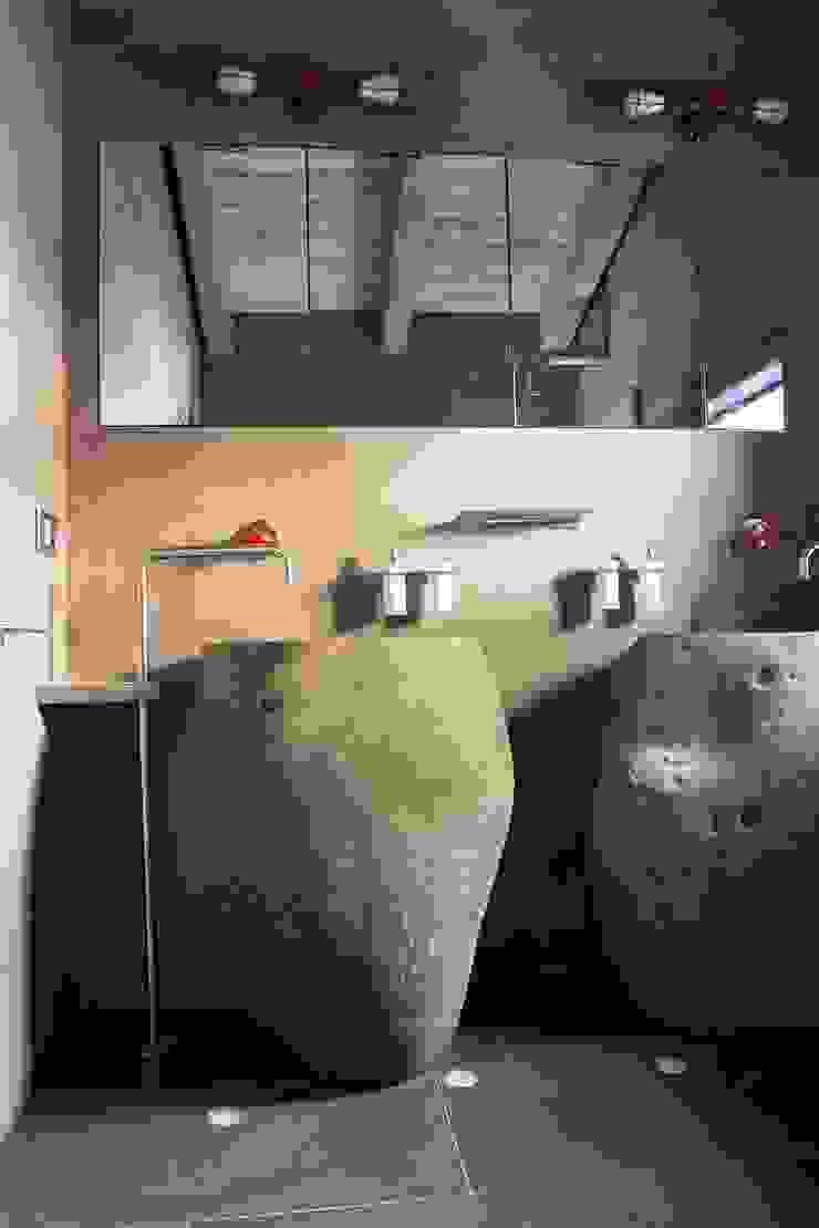 Bagno ragazzi Bagno moderno di DF Design Moderno