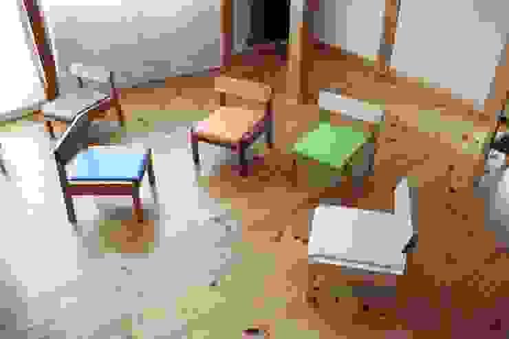 Child chair: trusty wood worksが手掛けた折衷的なです。,オリジナル