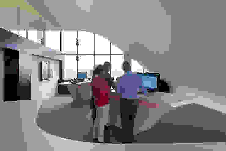 presentatie ruimte Moderne kantoorgebouwen van PUUR interieurarchitecten Modern