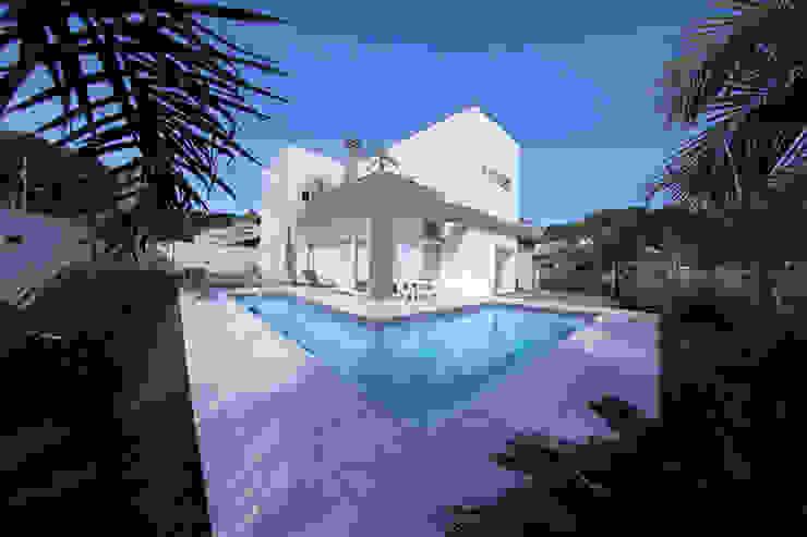 Casa Fabris Piscinas modernas por Cecyn Arquitetura + Design Moderno