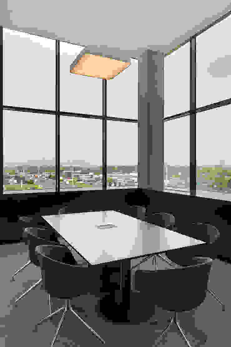 vergaderzaal Moderne kantoorgebouwen van PUUR interieurarchitecten Modern