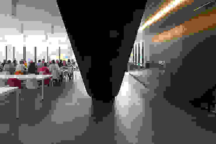 lunchruimte Moderne kantoorgebouwen van PUUR interieurarchitecten Modern