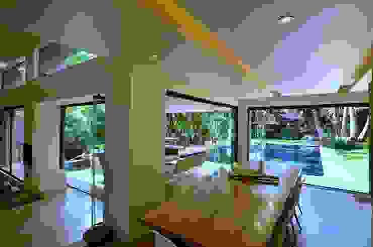 House Fern Modern kitchen by Nico Van Der Meulen Architects Modern