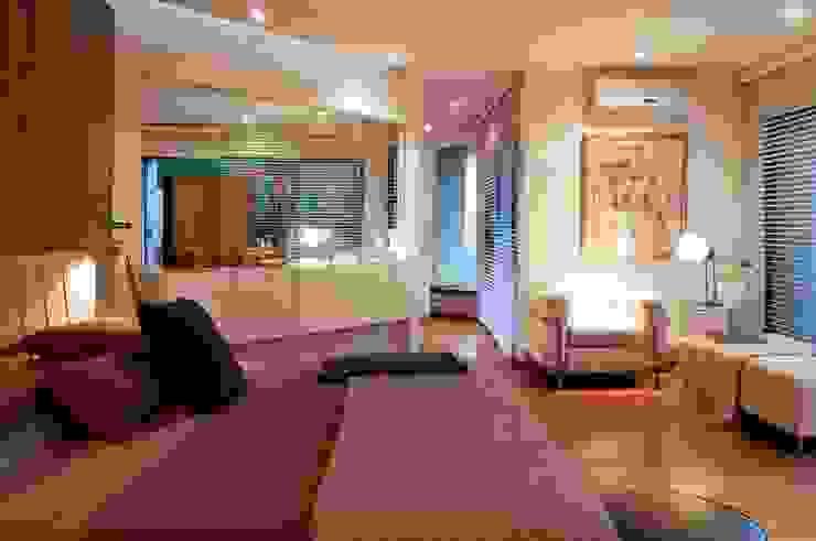 House Fern Modern Bedroom by Nico Van Der Meulen Architects Modern