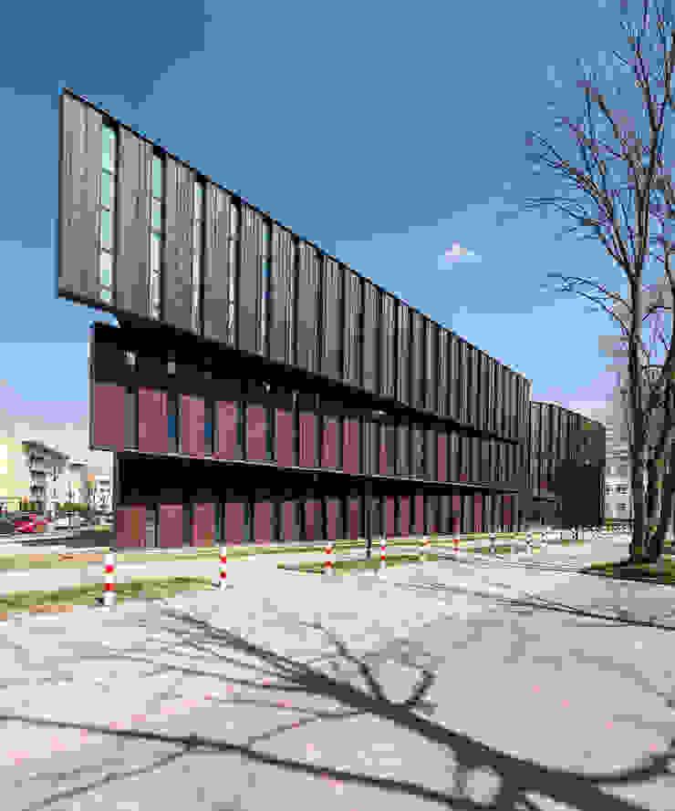 Frontowa elewacja od METEOR ARCHITECTS Anna Pszonak Nowoczesny