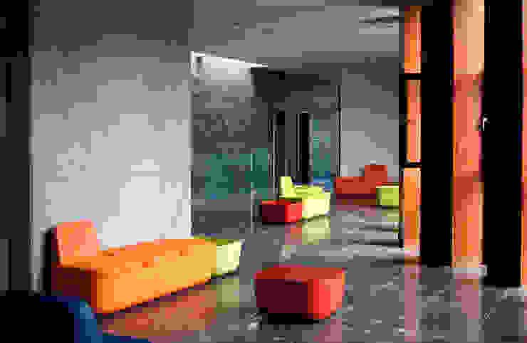 Wnętrze - hol od METEOR ARCHITECTS Anna Pszonak Nowoczesny