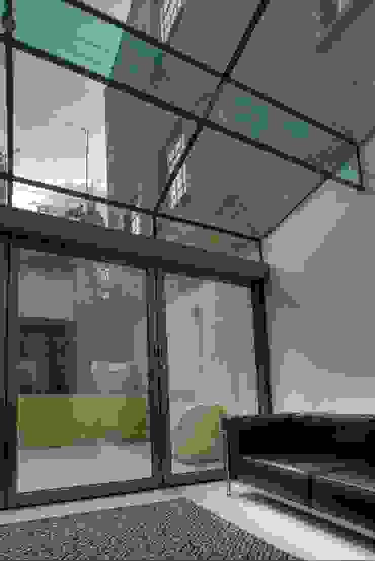 Marylebone Family House Minimalist conservatory by Peter Bell Architects Minimalist