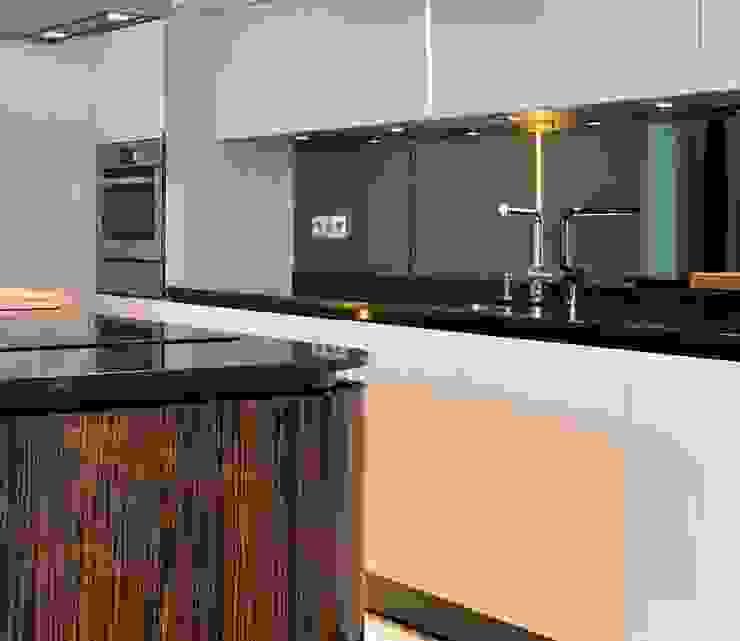 Cocina de lujo Cocinas de estilo moderno de Disak Studio Moderno