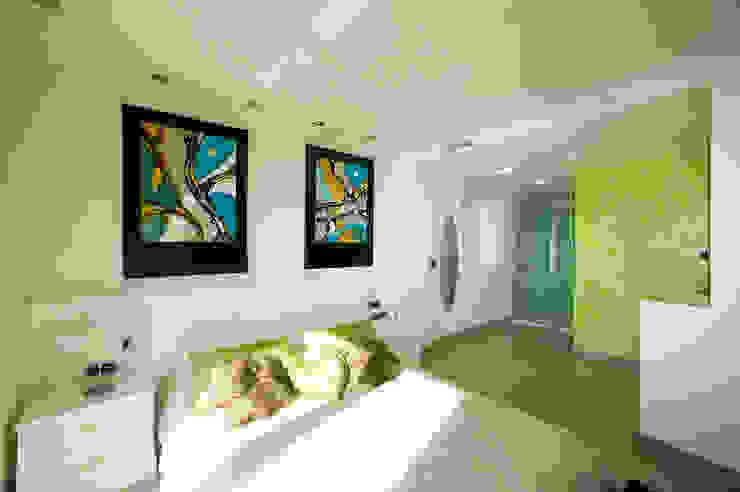 Casa en Malaga Dormitorios de estilo moderno de Artemark Global Moderno