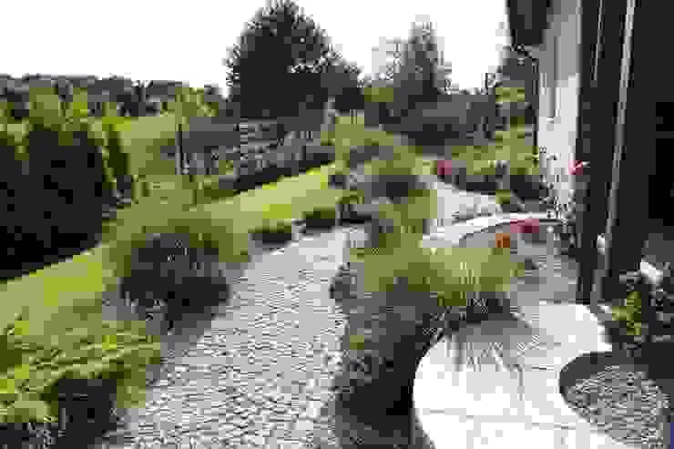 Słoneczna ścieżka na taras od Garden Idea - Projektowanie Ogrodów Nowoczesny