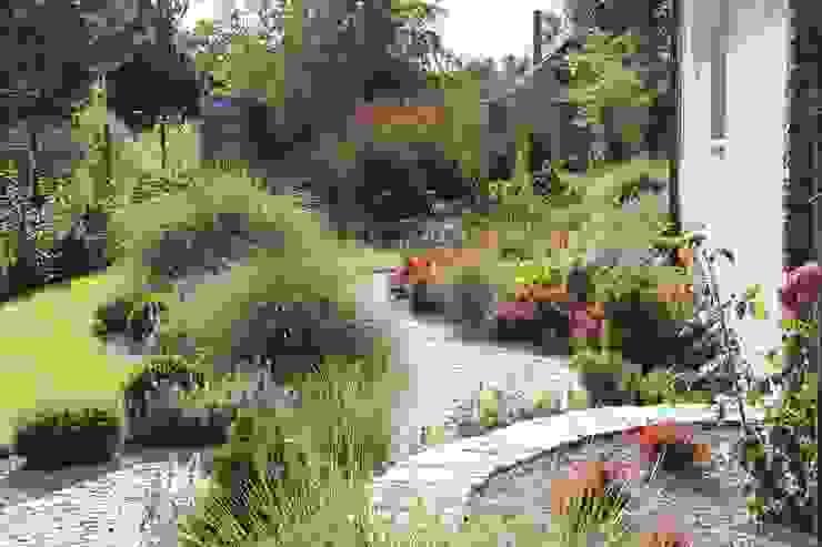 Pełnia lata od Garden Idea - Projektowanie Ogrodów Nowoczesny