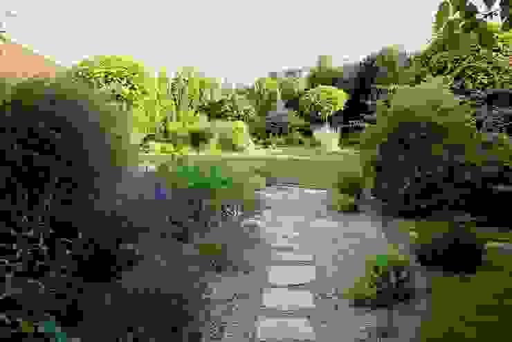 Ogród po zmianach od Garden Idea - Projektowanie Ogrodów Klasyczny