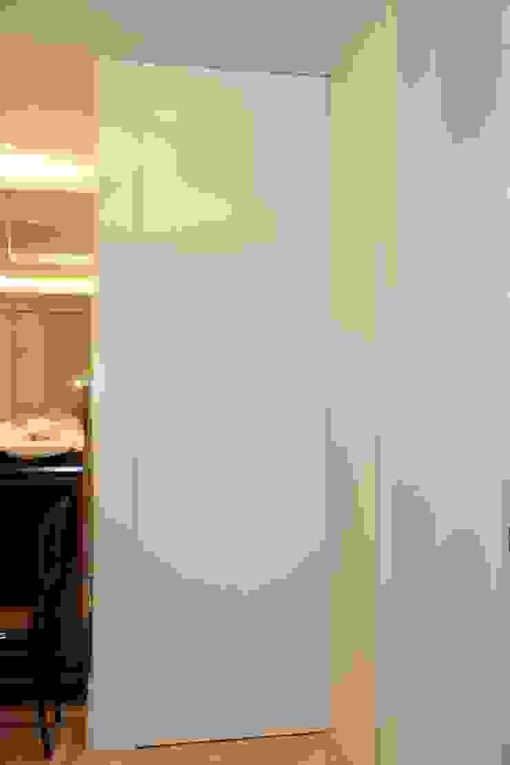 Puertas de interior Puertas y ventanas de estilo minimalista de info3621 Minimalista