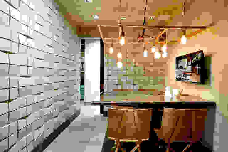 Sala de reuniões Escritórios industriais por SAINZ arquitetura Industrial