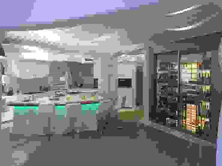 COCINA - DESPÚES Cocinas de estilo moderno de EXA4 AEC Soft & Services Moderno