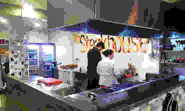 Emre Urasoğlu İç Mimarlık Tasarım Ltd.Şti. – Beefer Steak House : modern tarz , Modern