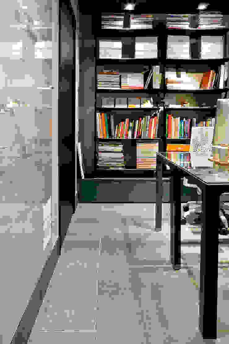 Unexpected Welcome | 1:1 arquitetura:design offices in Brasília. Escritórios ecléticos por SAINZ arquitetura Eclético