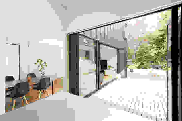 我孫子の家 モダンな 窓&ドア の 白砂孝洋建築設計事務所 モダン