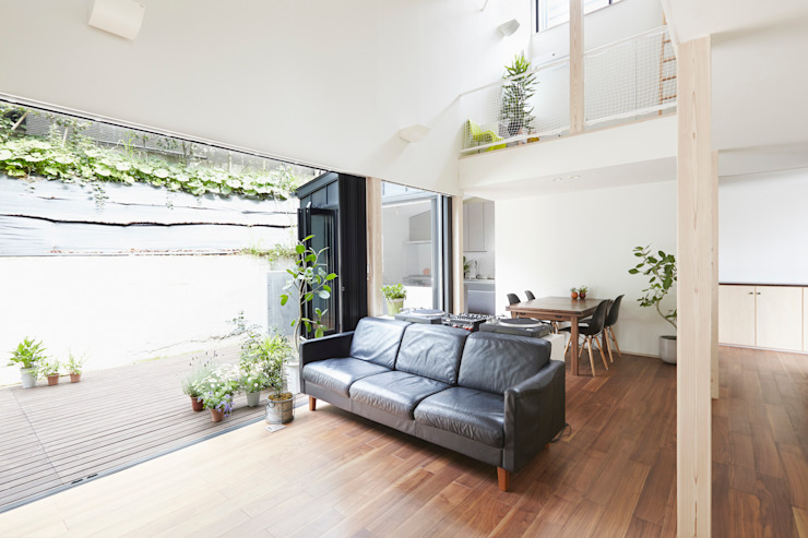 Salones de estilo moderno de 白砂孝洋建築設計事務所 Moderno