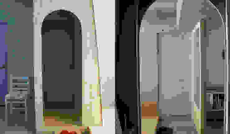 Eklektyczne ściany i podłogi od HANKURA Design Eklektyczny