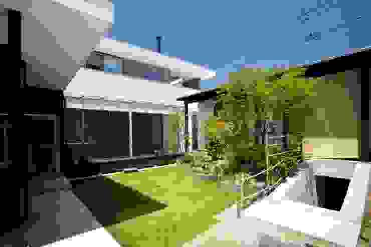 愛媛県松山市の家 モダンな庭 の Y.Architectural Design モダン