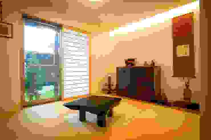愛媛県松山市の家 モダンな 壁&床 の Y.Architectural Design モダン