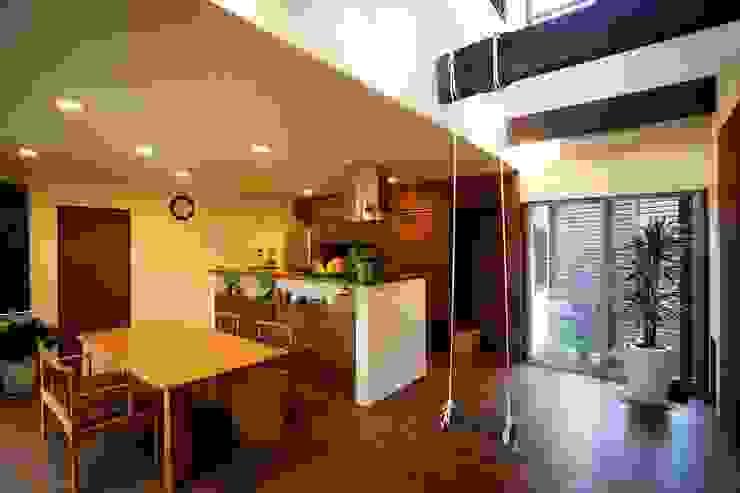 愛媛県松山市の家 モダンデザインの リビング の Y.Architectural Design モダン