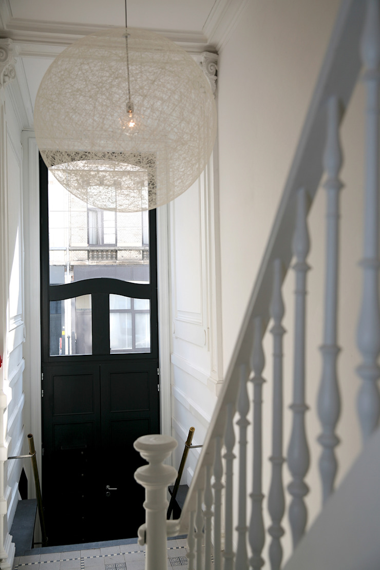 Project inrichting Herenhuis Antwerpen Moderne gangen, hallen & trappenhuizen van Antequercus Modern
