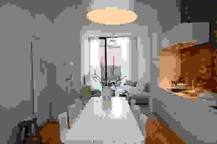 Project inrichting Herenhuis Antwerpen Moderne eetkamers van Antequercus Modern