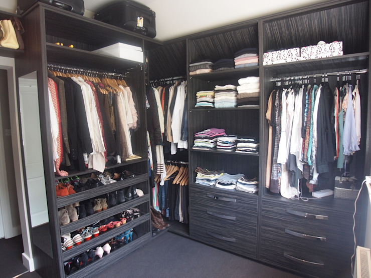 His and Her's dressing room including shoe draws. Modern dressing room by Designer Vision and Sound: Bespoke Cabinet Making Modern