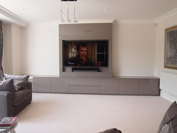 Modern stylish Media and storage unit, finished in high gloss pearl grey. Modern living room by Designer Vision and Sound: Bespoke Cabinet Making Modern