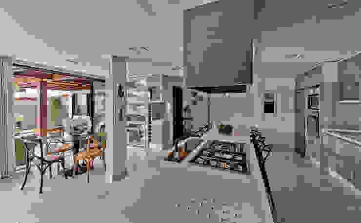 Nhà bếp phong cách hiện đại bởi Espaço do Traço arquitetura Hiện đại