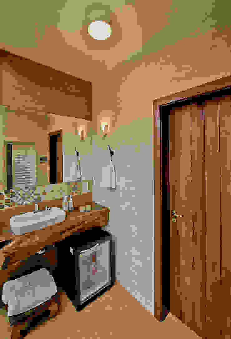 Baños de estilo rústico de Espaço do Traço arquitetura Rústico