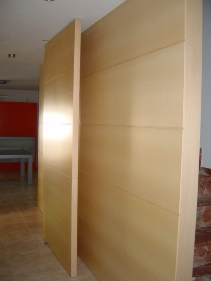 Proyectos y Mobiliario Paredes y suelos de estilo moderno de DEKMAK interiores Moderno