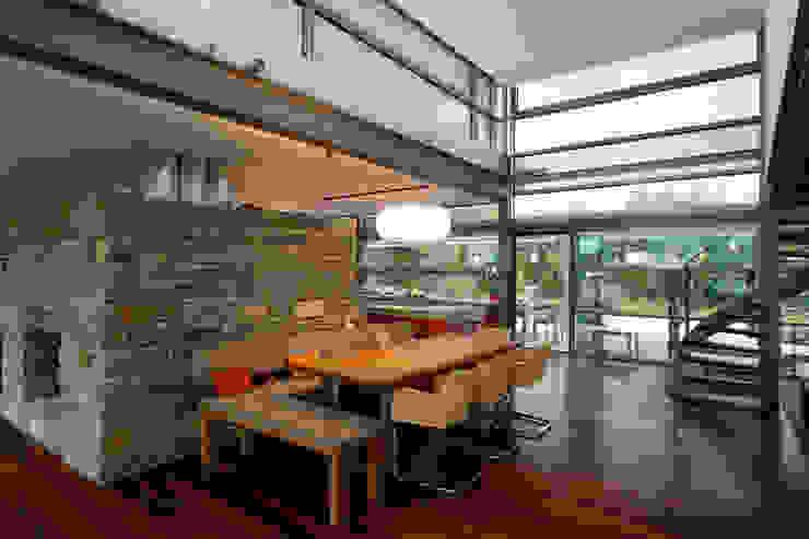 Naturstein trifft Stahl und Glas Ausgefallene Esszimmer von völse architekten bda Ausgefallen