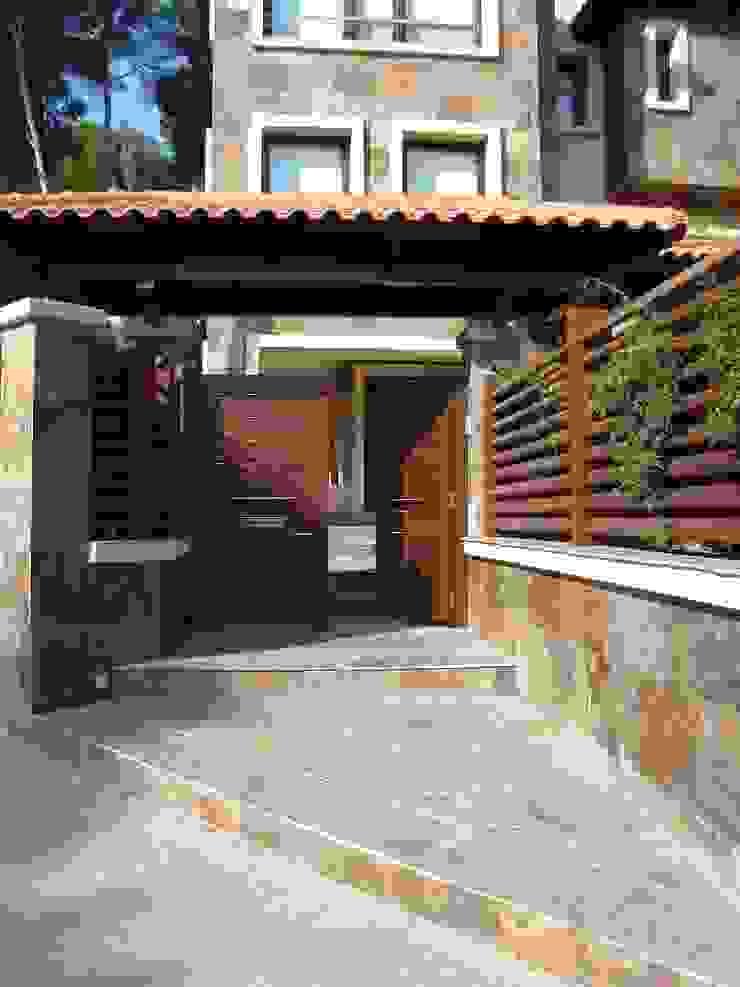 Proyectos y Mobiliario Puertas y ventanas de estilo mediterráneo de DEKMAK interiores Mediterráneo
