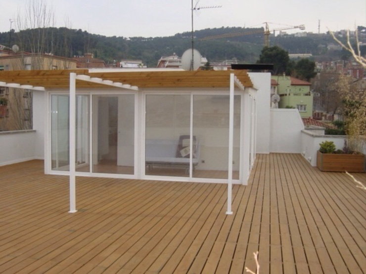 Patios & Decks by DEKMAK interiores