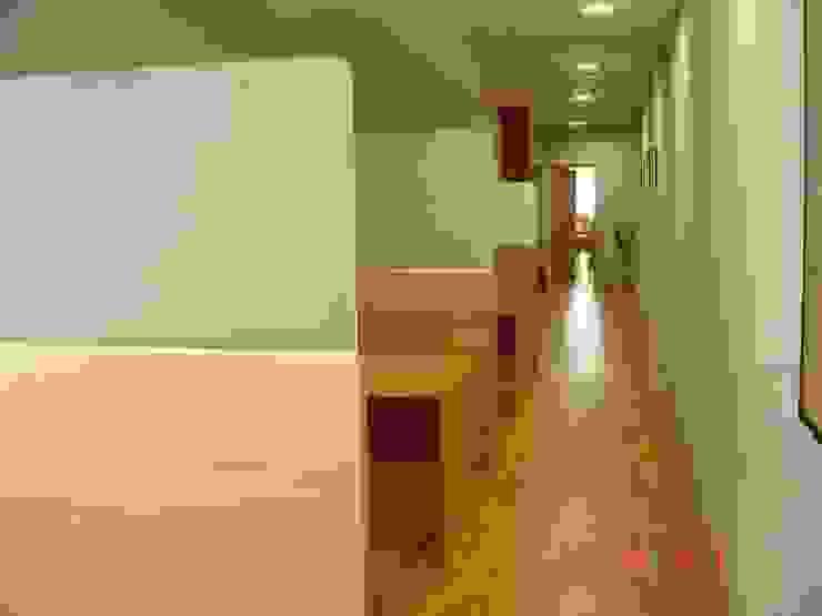 Proyectos y Mobiliario Edificios de oficinas de estilo moderno de DEKMAK interiores Moderno