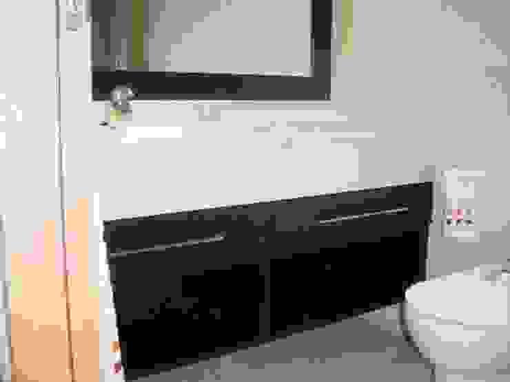 Proyectos y Mobiliario Baños de estilo moderno de DEKMAK interiores Moderno