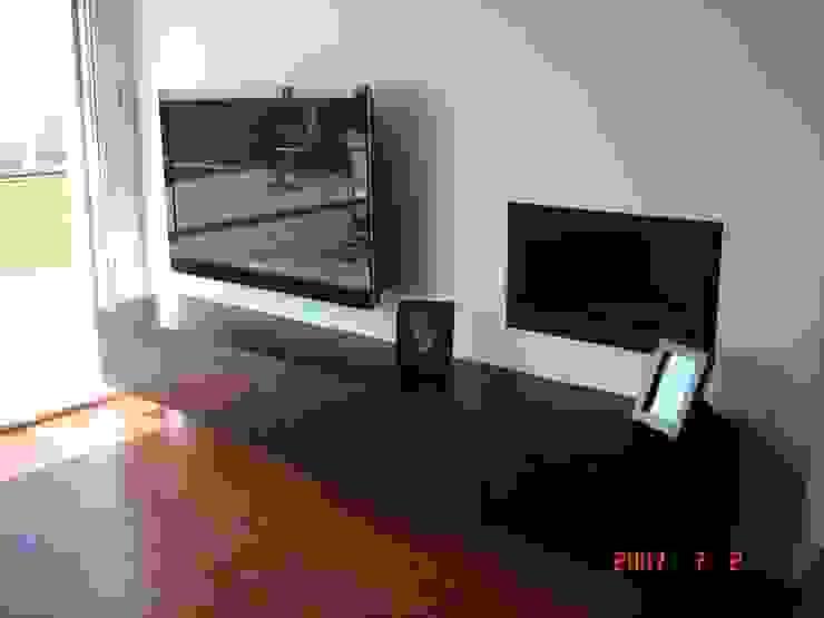 Proyectos y Mobiliario Salones de estilo moderno de DEKMAK interiores Moderno