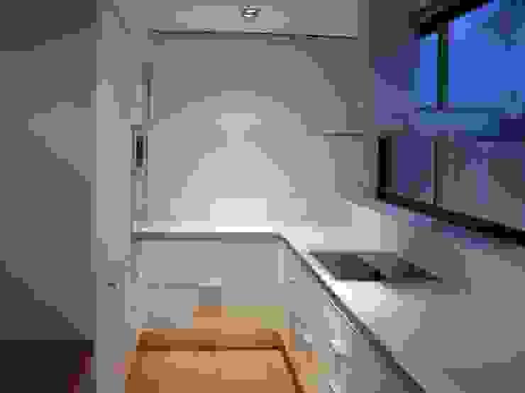 Proyectos y Mobiliario Cocinas de estilo minimalista de DEKMAK interiores Minimalista