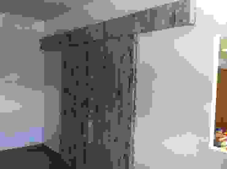 Proyectos y Mobiliario Oficinas y tiendas de estilo moderno de DEKMAK interiores Moderno