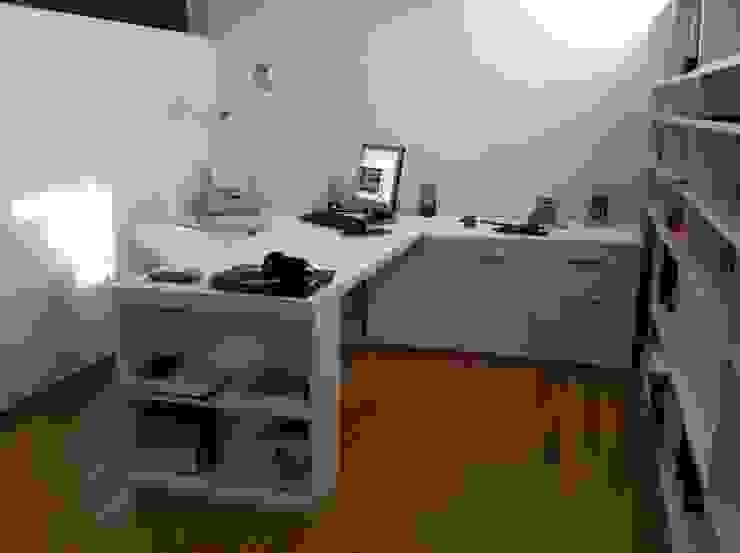 Proyectos y Mobiliario Estudios y despachos de estilo moderno de DEKMAK interiores Moderno