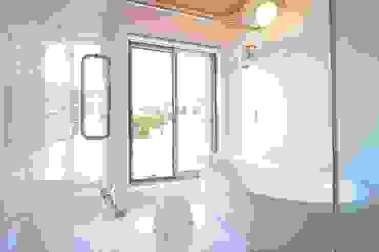 .: 齋藤正吉建築研究所が手掛けた浴室です。,モダン