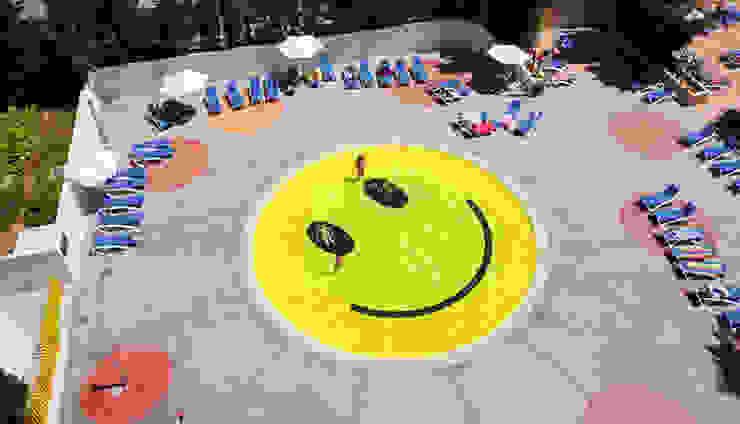 """Piscina """"Smile"""" de A2arquitectos Piscinas de estilo moderno de A2arquitectos Moderno"""